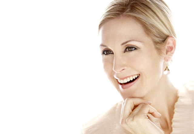 Kelly Rutherford on Her Iconic Role Gossip Girls – Channeling Gratitude, Mindfulness and Overcoming Life-Altering Setbacks.